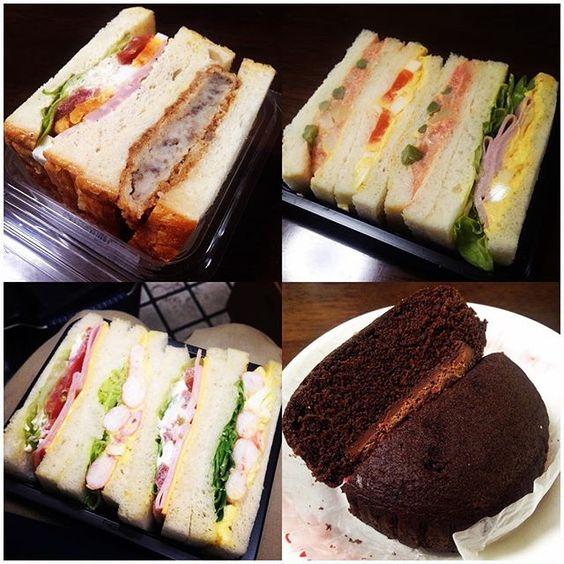 おはようございます☔️ 載せてなかった以前の#サンドイッチ&#パン たち * ●信州黒毛和牛コロッケとBLTE 418kcal 以前にも載せたことのある普通のサンドイッチとは違ったパンを使っているタイプ☝️ #野菜 と#肉 両方食べられて満足の一品 * ●博多鳴海屋明太子のポテトサラダ&アスパラ 397kcal #明太子 をあまり食べる機会がないんですが今月の#新商品 は明太子推しみたいで… 結構ちゃんと明太子でした #アスパラ のぽきっと食感もありました * ●えびタマゴサンド ぷりぷりの#えび がたっぷり入った一品 エビは間違いないですよね✨ * ●板チョコ入り蒸しケーキ さて、ここでいきなり#菓子パン  #蒸しパン 大好きで、これは#蒸しケーキ ですよ #しっとり#ふわふわ でビターな#チョコレート がいい 中に板チョコ入りですが暑さで少し溶けて#なめらか でした * * 今日から講義開始、雨だけど1限から頑張ります #breakfast #lunch #sandwich #bread #bakery #vegetables #chocolate #yummy…
