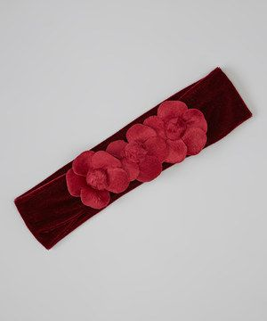 Delicate with a touch of girlish whimsy, this headband is perfect for a fairy-filled day. Tiny flowers in a vibrant hue add a dash of magic to any outfit.