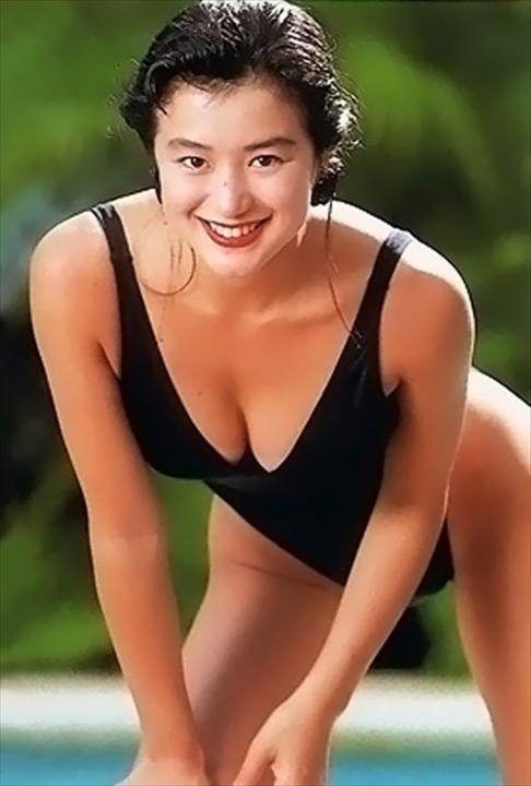 黒の水着と鈴木京香