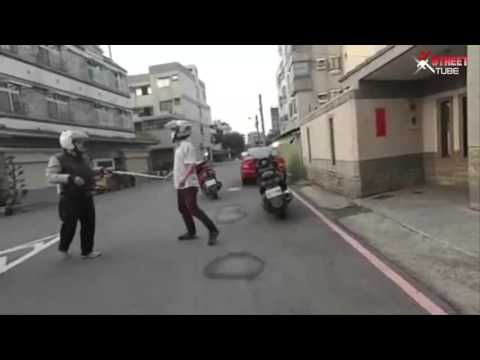 ★-ROAD RAGE TAIWAN - Tough guy with a stick VS tae kwon do expert-★ - YouTube