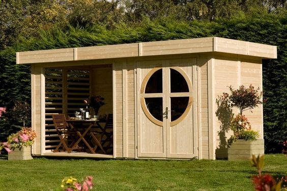 La cabane au fond du jardin, vous trouvez ça kitch ? Pourtant, certains modèles affichent des lignes modernes et des toits originaux qui font parfois rêver. Pour vous en convaincre, jetez un œil à notre sélection d'abris de jardin design pour ranger ses outils ou pour trouver refuge.