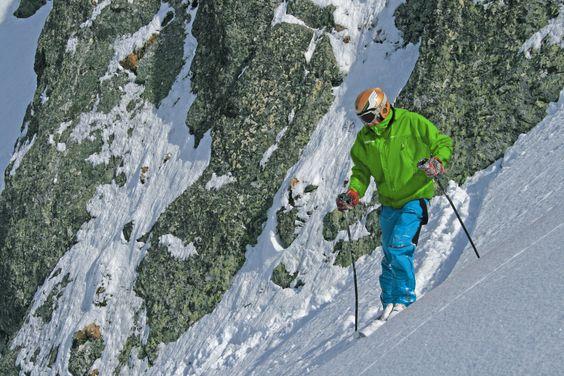 """Inner Plus Stretch with Dupont™ Conformax™ termal filling DONK TERMIC jacket and ALLOS TERMIC pant ensemble in the alpine ski resort """"Les 7 Laux"""". // Conjunto chaqueta DONK TERMIC y pantalón ALLOS TERMIC de Inner Plus Stretch y relleno térmico Dupont™ Conformax™ de la nueva colección FREERIDE en la estación alpina """"Les 7 Laux""""."""
