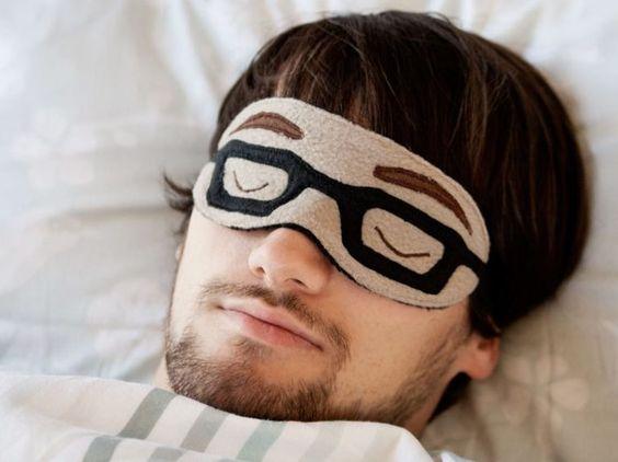 Do It Yourself: Schlafbrille mit Brille nähen. DIY-Anleitung via DaWanda.com