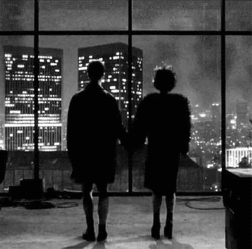 Helena Bonham Carter, de 1.57 cm de estatura, usó zapatos de plataforma altísimos para estar más cerca en estatura a Brad Pitt, de 1.80 cm, y a Edward Norton, de 1.83 cm.