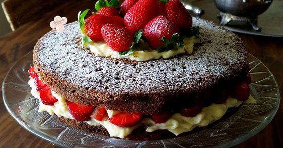O melhor bolo de chocolate sem glúten!      Eu recomendo essa massa! Até sem recheio o bol...