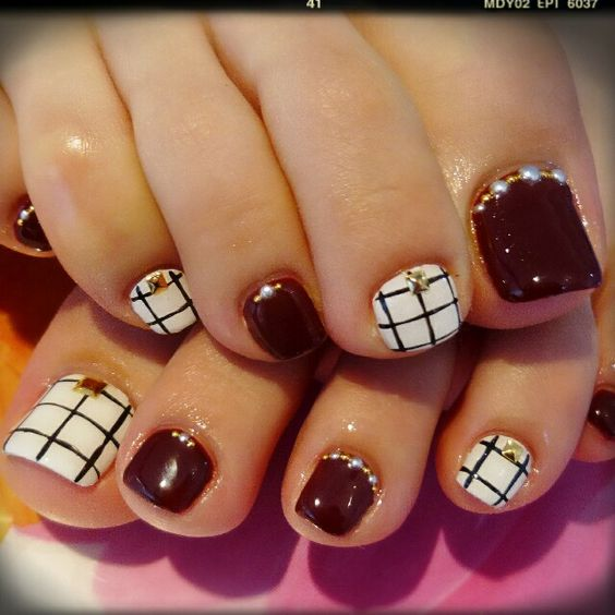 Deep red toe nail art design idea | fall nail art | pedicure nail art ideas | unas | ongles