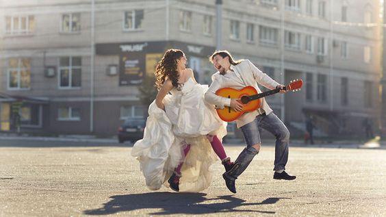 Яркими красками страстной, красивой взаимной любви, счастливые молодожёны Оксана и Егор раскрасили, как минимум, весь наш мир, озаряя всё вокруг  своим счастьем и безудержным позитивом!  Идея, съёмка и монтаж: КАН-видеостудия+Алексей Медведев.