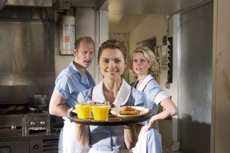 """JENNAS KUCHEN  USA 2007, Tragikomödie, 6000 Besucher,  TV-Premiere lief bei RTL um 3.15 Uhr Keri Russell (""""Felicity"""") verzaubert als ungewollt schwangere Kellnerin, die den Frust über ihr in der Sackgasse steckendes Leben in fantasievollen Pastetenkreationen ausdrückt. Ihr Gynäkologe (Nathan Fillion, """"Castle"""") und ein Backwettbewerb geben ihr neue Hoffnung. Leider der letzte Film der talentierten Regisseurin Adrienne Shelly, die kurz vor der Premiere dieses Kleinods ermordet wurde.  rm"""