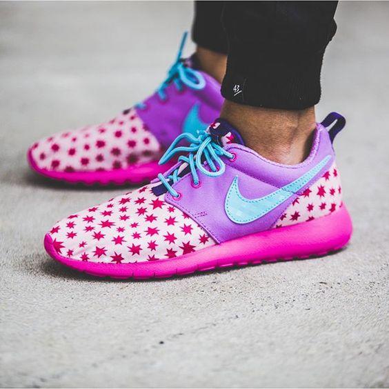 Nike Roshe One Print GS (pink / lila) - 43einhalb Sneaker Store Fulda