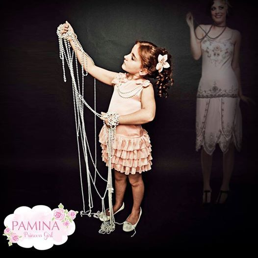 Şık anneler ve çok şık kızları…♥  Chic mothers and their so chic girls.   www.paminakids.com #chic #fashionkids #moda #çocukgiyim