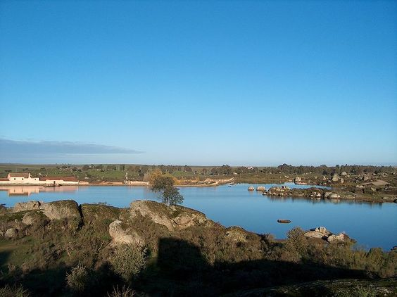 Los Barruecos con agua - Extremadura - Wikipedia, la enciclopedia libre
