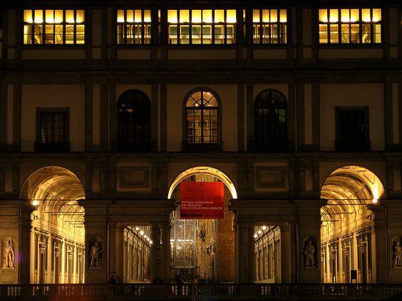 Uffizi at night
