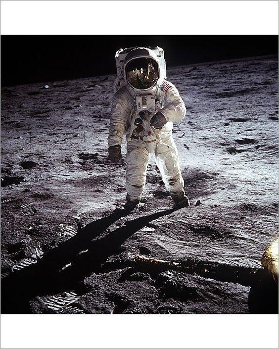 Zijn buitenaardse wezens de reden dat we nooit terug naar de maan gingen?
