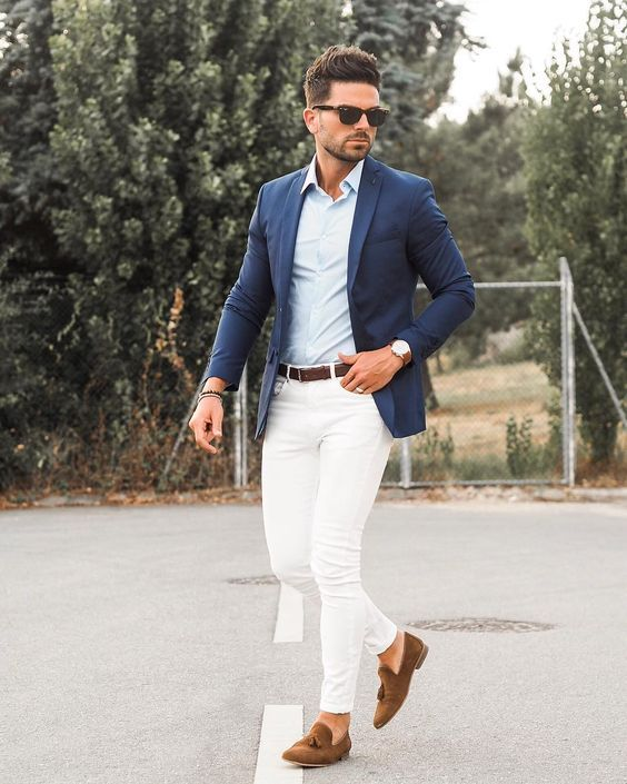Creamy Jeans A Light Blue Shirt A Navy Blazer Brown Moccasins And Sunglasses For A Timeless Mens Summer Wedding Outfits Wedding Outfit Men Wedding Guest Men