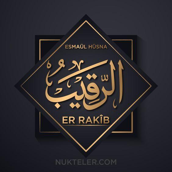 """Er Rakîb Esmasının Anlamı, Zikri ve Fazileti Er Rakîb Esması anlamı, Er-Rakîb ne demek? Cenab-ı Hakk'ın Ya Rakîb ismi Faziletleri ve Faydaları Er-Rakib : Her şeyi gözetleyip, her durumu bilen, koruyan ve devamlı kontrol altında bulunduran Allah """"Allah her şeyi gözetler"""" (Ahzab Suresi 52. Ayet) """"Şüphesiz Allah sizin üzerinizde gözetleyicidir."""" (Nisa Suresi 1. Ayet) Er-Rakîb isminin ebced değeri ve zikir adedi 312 adettir. Zikir saati Zühre, Zikir günü Cuma'dır."""