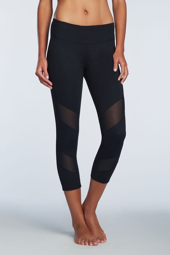 Keep it cool with the mesh detail on these fun capris! Gaviota ...