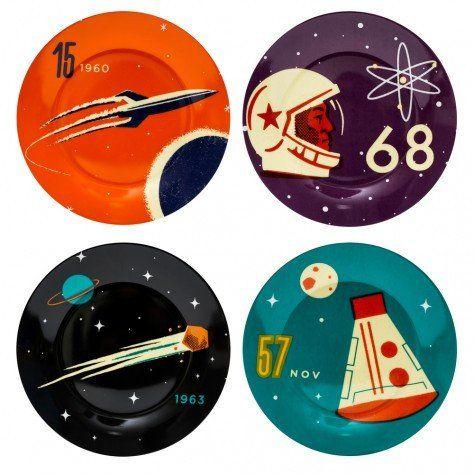 La colección cosmos es una celebración de esos pioneros en la exploración del espacio, tomando influencia del vibrante arte de la era soviética comúnmen...