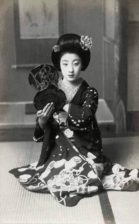 "Tomigiku, 1910s, Japan.  ""…During the years Taisho 10 and Taisho 11 (1921 and 1922), Tomigiku was one of the great beauties of Kyoto. ..."