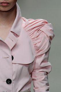 choogirl sews: Simplicity 2508 Project Runway trench. Fabric manipulation on a raglan sleeve.