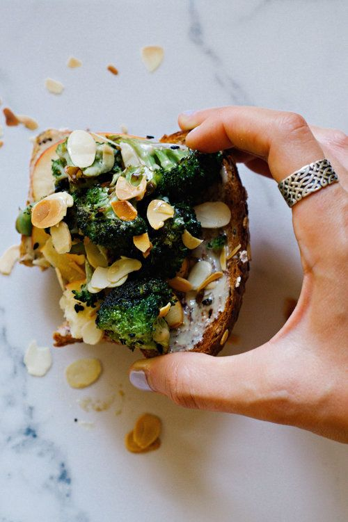 ROASTED BROCCOLI + APPLE TOAST W/ TAHINI HONEY DRIZZLE: