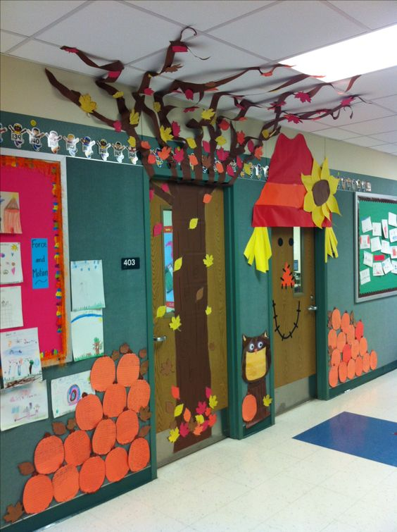 I 39 ve fall en in love with these 2 classroom doors that for Autumn classroom decoration