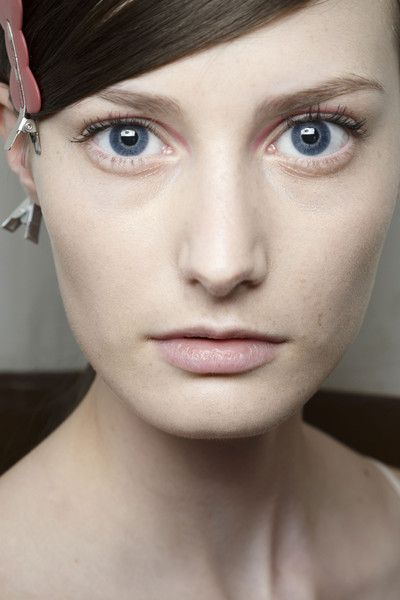 Sharon Wauchob at Paris Spring 2015 (Backstage). http://votetrends.com/polls/369/share #makeup #beauty #runway #backstage