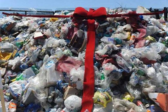 A Política Nacional de Resíduos Sólidos foi aprovada em 2010 e determina que todos os lixões do país deveriam ter sido fechados até 2 de agosto de 2014   Tânia Rêgo/Agência Brasil