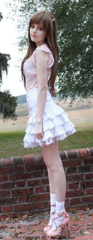 dakota rose just such a perfect example of femininity.