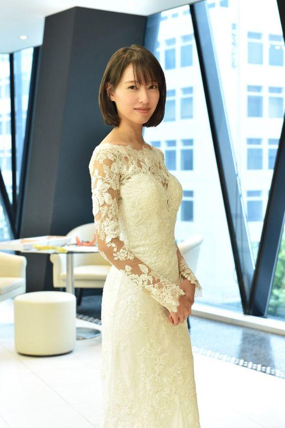ウェディングドレスの戸田恵梨香さん