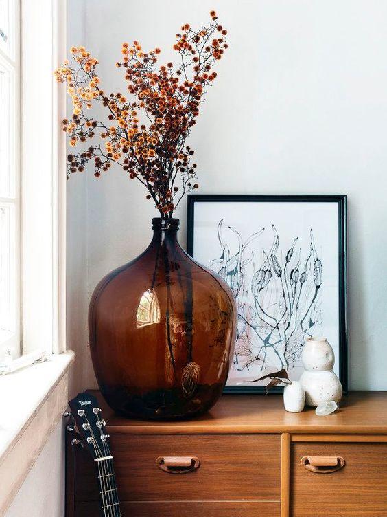 Bouquet de fleurs séchées dans une Dame Jeanne orange