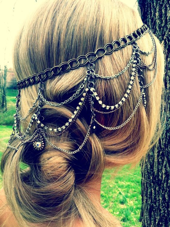 I absolutely adore this headpiece and hairstyle! I've always loved chain and bead headpieces but felt I could never really pull them off, but now I've seen this I'll definitely have to give it a try!