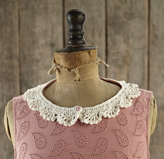 Free lacy collar pattern, perfect to make in time for Saturday night