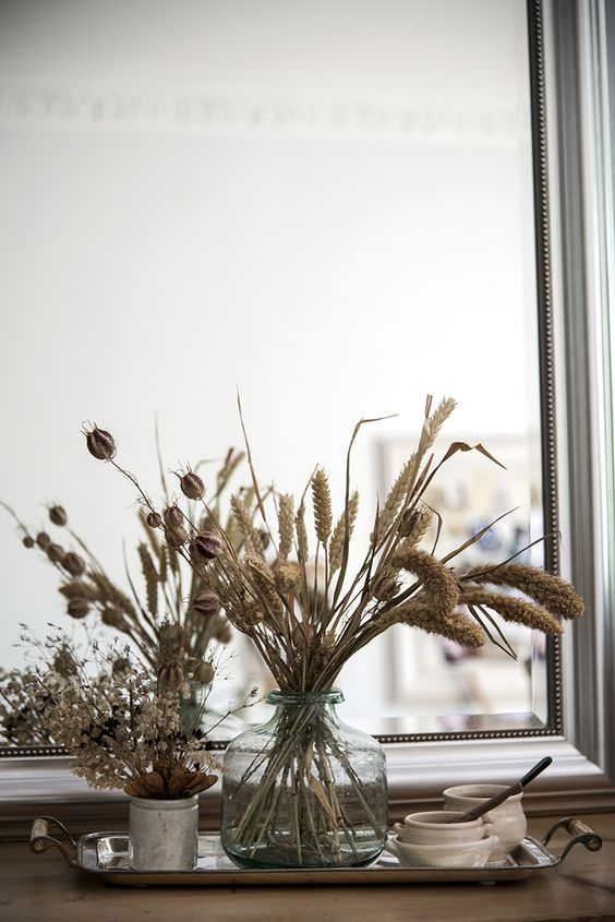 Decorating with dried flowers / styling inspiration: