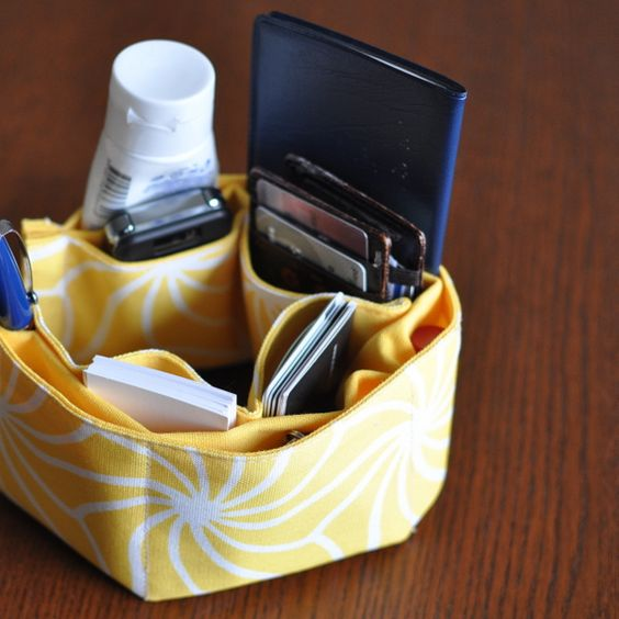 Placemat Purse Organizer Absolutely love this idea, especially since they run about $20 retail.