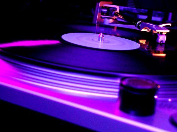 Organizado pelo DJ Márcio Vermelho e o designer Bruno Nogueira, evento reúne música, artes visuais e cinema.