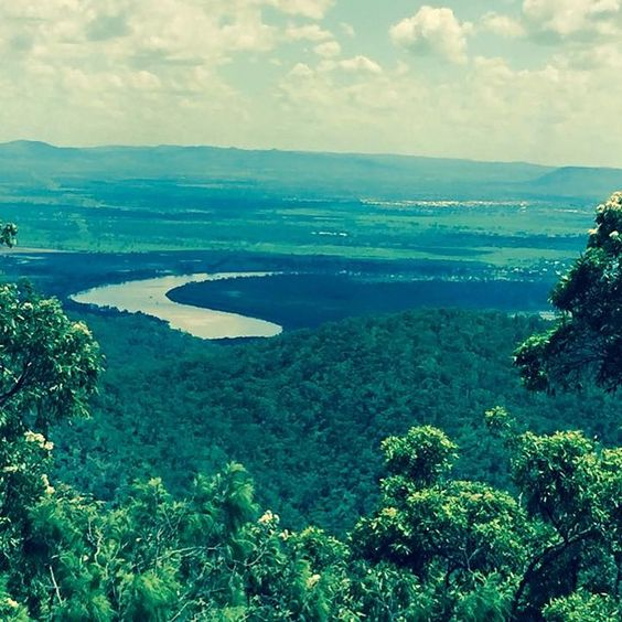 Have you been to Mt Archer in Rockhampton? This beautiful national park with stunning views is just a few minutes from our park #discoveryparksrockhampton #thisisqueensland #rockhampton #mtarcher
