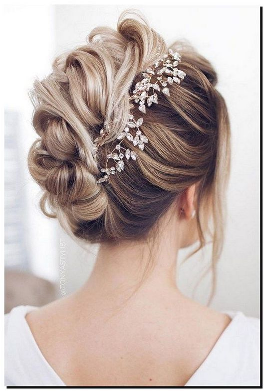 The Most Stunning Wedding Hairstyles For Long And Brief Hair Click Photo For Even More Details Batik Hair Styles Long Hair Styles Wedding Hair Inspiration