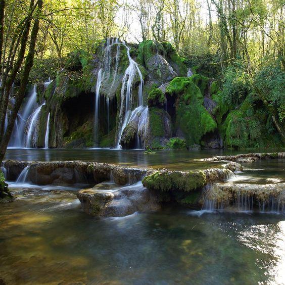 Cascade des Tufs - Jura - France   Les 30 plus beaux endroits de France à découvrir par Trivago   #JuraTourisme