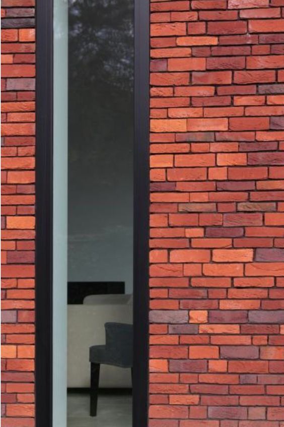 Huis in Heffen - detail ; de glaspartijen zijn zonder zichtbare omkadering in de gevel zijn ingewerkt