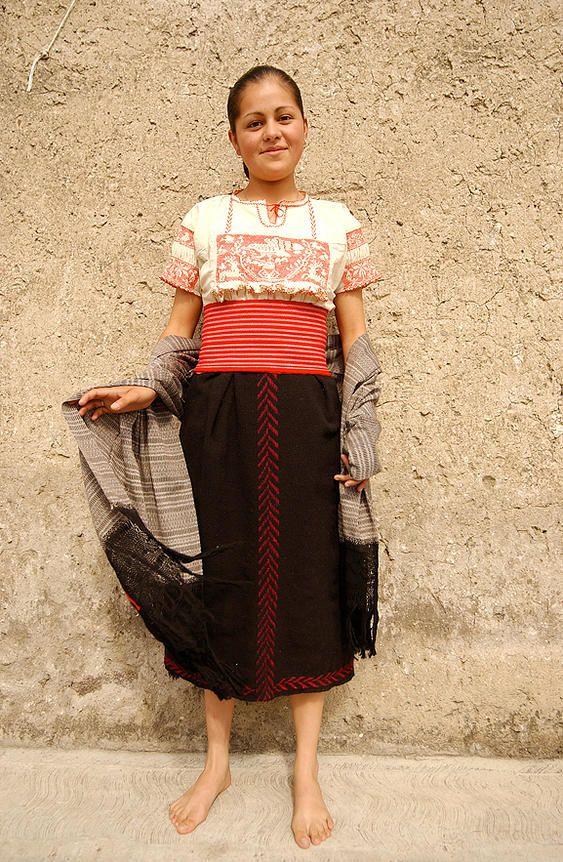 Traje típico de Mujer Otomi o Numhu, México  Trajes ...