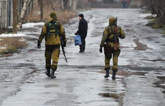 Pro-Russian fighters in a street in Makiivka in the suburbs of Donetsk in eastern Ukraine on 1 February 2015