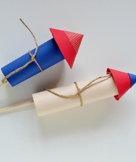 Firework Rocket Photo Booth Prop | Get creative this Independence Day with these fun and unique crafts.