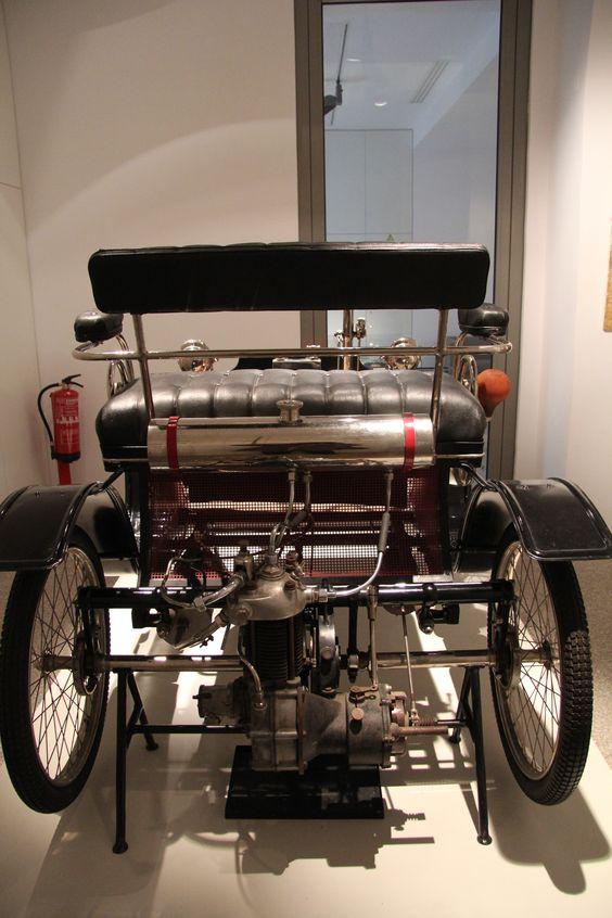"Veículo marca 'CLÉMENT' tipo «Voiturette», com motor a gasolina ""De Dion Bouton"", de 3 cavalos de força -1900- Museu de Portalegre ... by NuCeu"