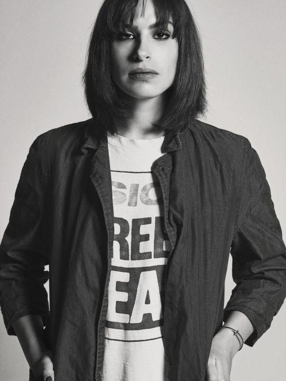 Iranian filmaker Desiree Akhavan's headshot.
