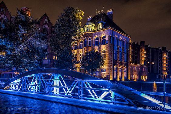 Wenn die blaue Stunde nicht enden will … / Hamburg, BluePort, Speicherstadt, Hamburger Hafen, MeerART / gepinnt von www.MeerART.de