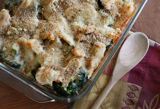 Chicken Divan, Lightened Up - creamy cheesy sauce topped with more cheese and breadcrumbs? Oh yeah!