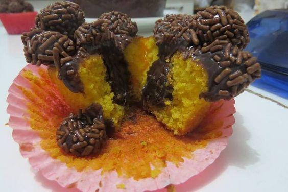 Cupcake de cenoura recheado com brigadeiro