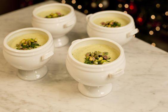 Nada grita Navidad cómo una crema caliente en la cena del 24 de Diciembre. Disfruta de esta exquisita crema de pistache con los que más quieres.