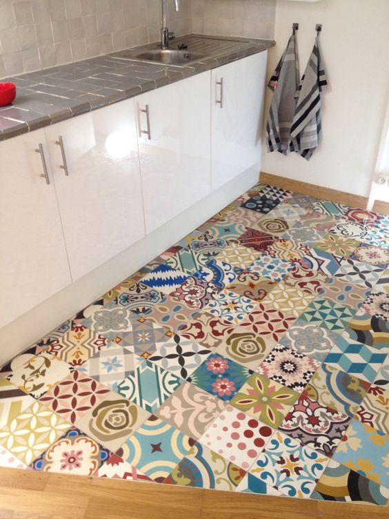 mise en sc ne du patchwork al atoire de mosaic del sur carreaux de ciment au showroom du 220. Black Bedroom Furniture Sets. Home Design Ideas