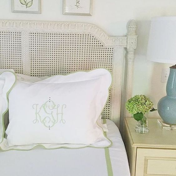 We love a cheerful green! And this bed designed by @katiegibsoninteriors #Regram #MyLeontine